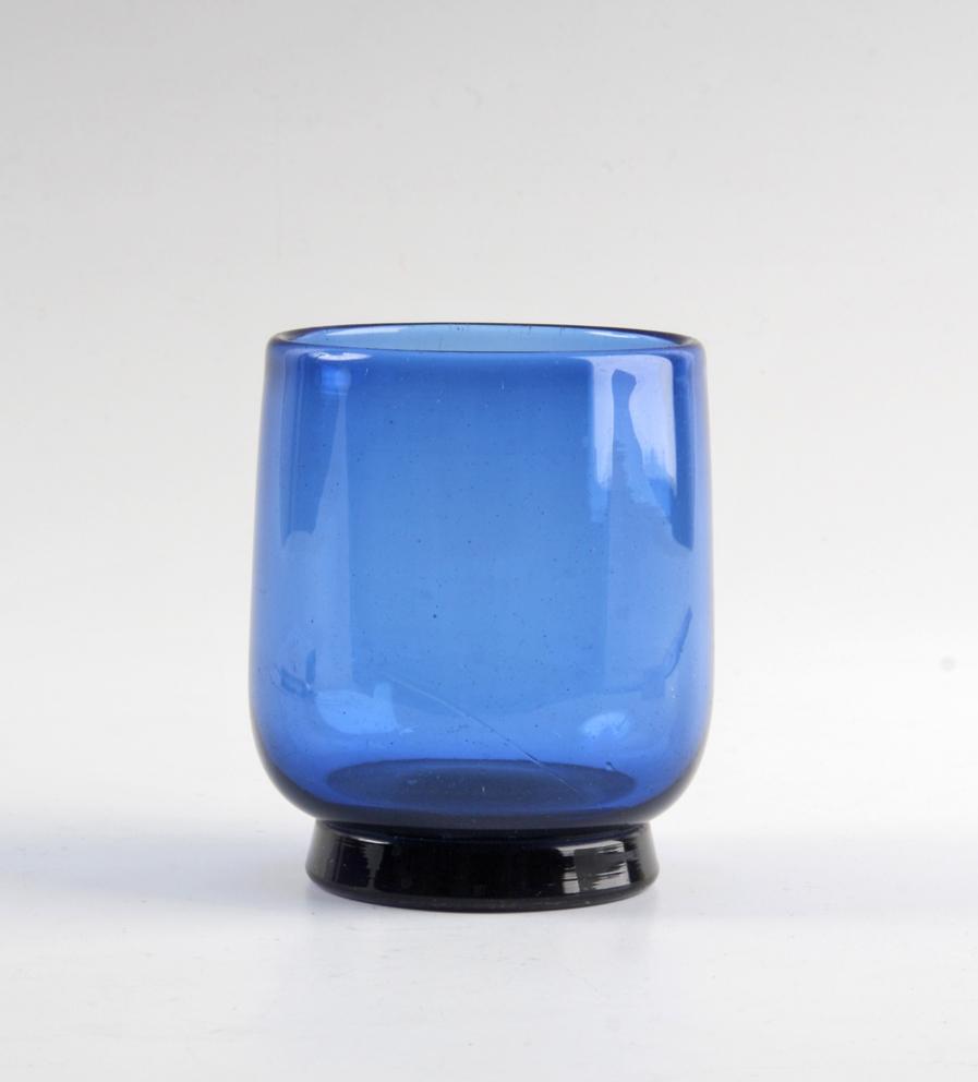 Tone Vigeland. Drikkeglass. PLUS glasshytte. 1958/59. I 1959 var prisen for dette glass 5 kroner. H. 6,5. (Foto: Mats Linder)